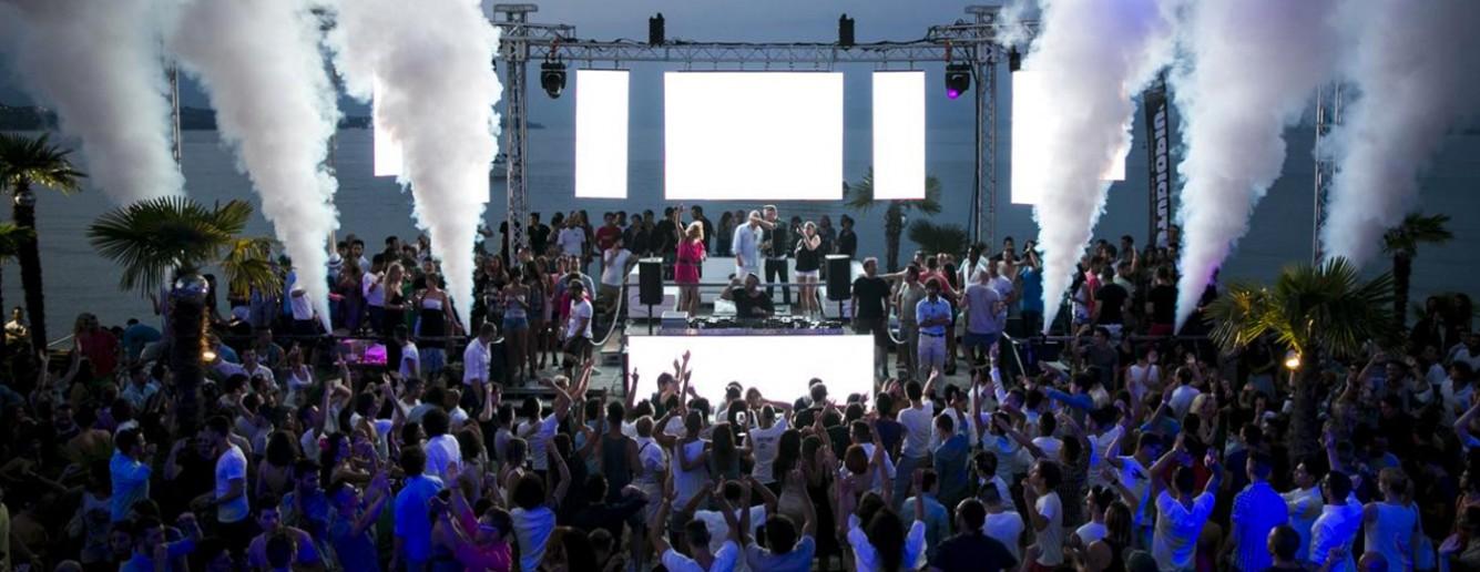 Addio al nubilato alla discoteca Coco Beach, lago di Garda
