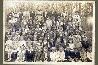 abt 1918 Darnall School, Marshall County, Kentucky