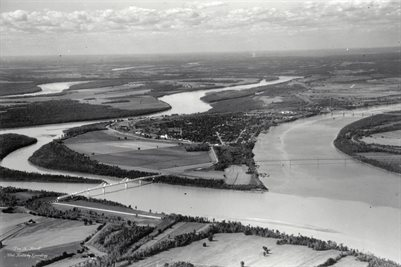 OLD ARIEL PHOTOGRAPH OF SOUTHERN TIP OF ILLINOIS & CAIRO, IL.