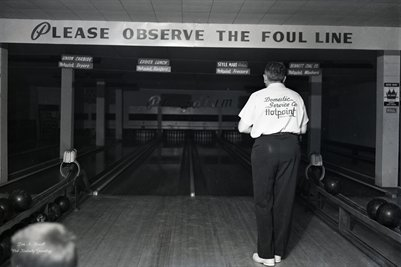 FEB.3, 1954 HOT POINT BOWLING TEAM PHOTO 4