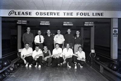 FEB.3, 1954 HOT POINT BOWLING TEAM