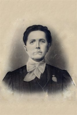 Aunt Nora Hunt - Middleton wife of Arthur Middleton, County Judge of McCracken County, Kentucky