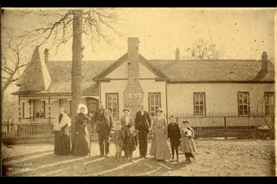 Unknown Victorian Family & House