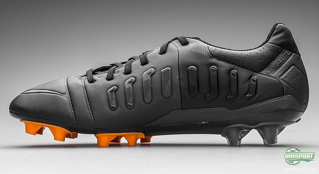 9ed9025a532 With this elegant Nike CTR360 Maestri III you can be in complete control