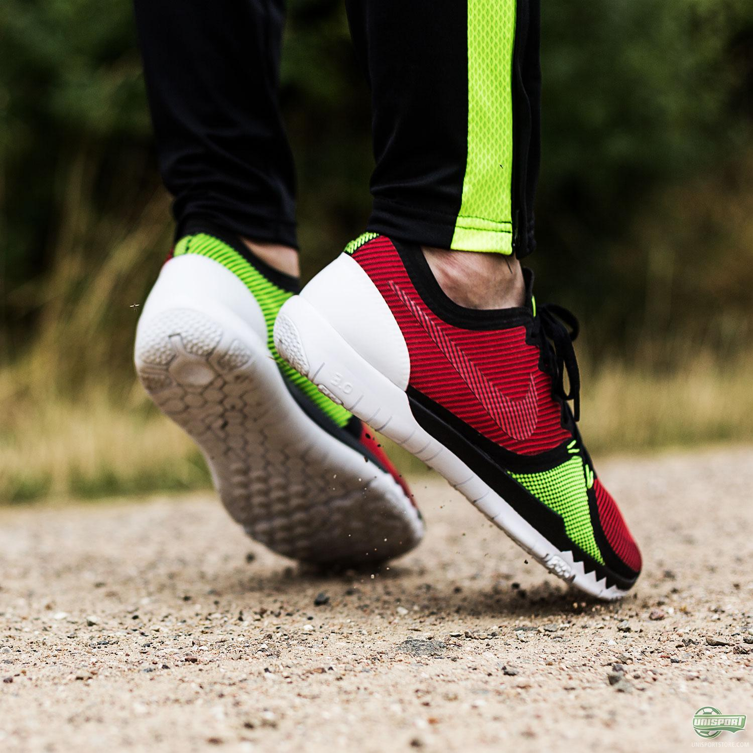 Train with complete confidence in the Nike Free Trainer 3.0 V4