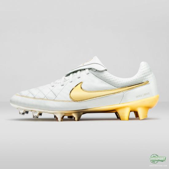Nike unveil a signature boot for Ronaldinho