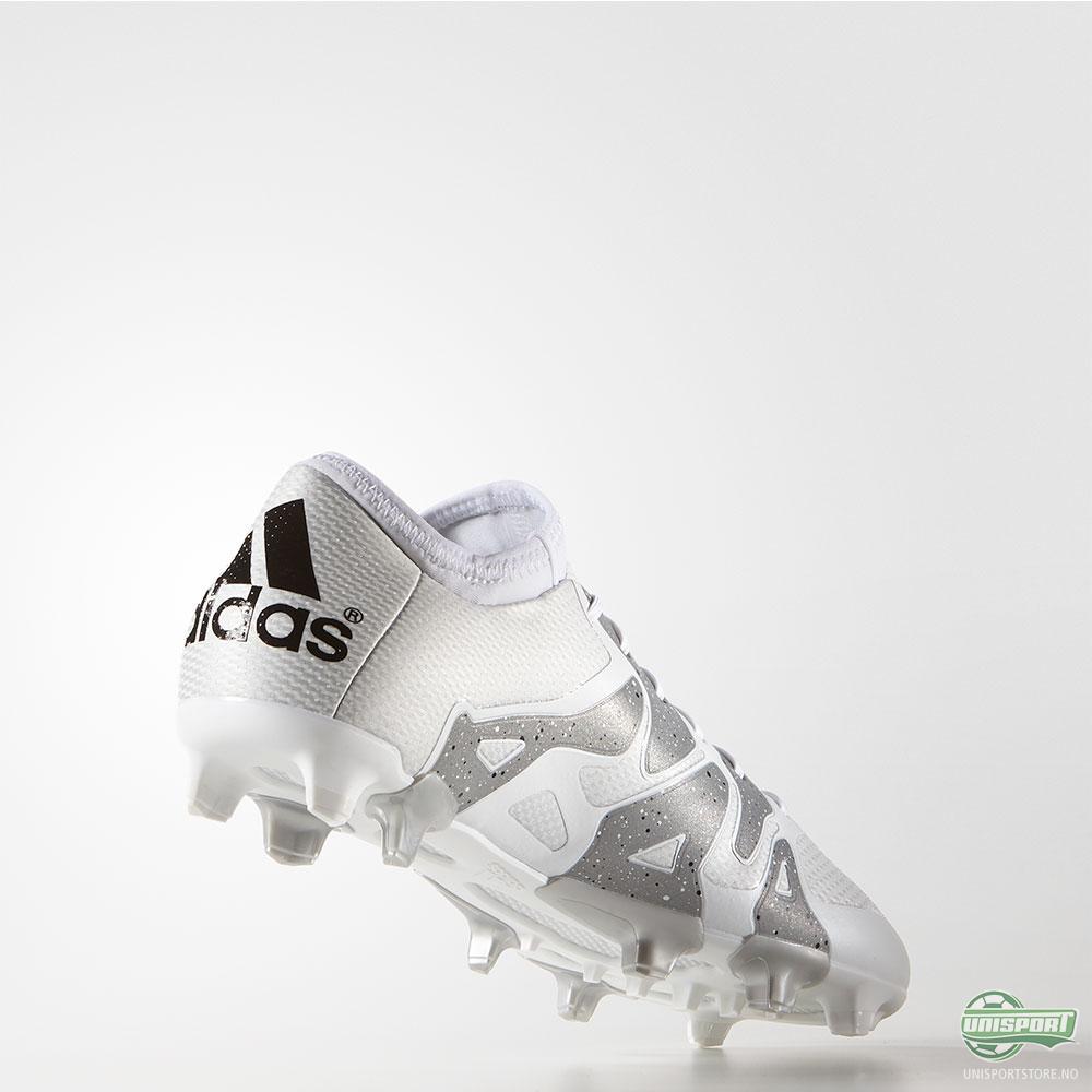 adidas går motsatt vei med to meget elegante X og Ace