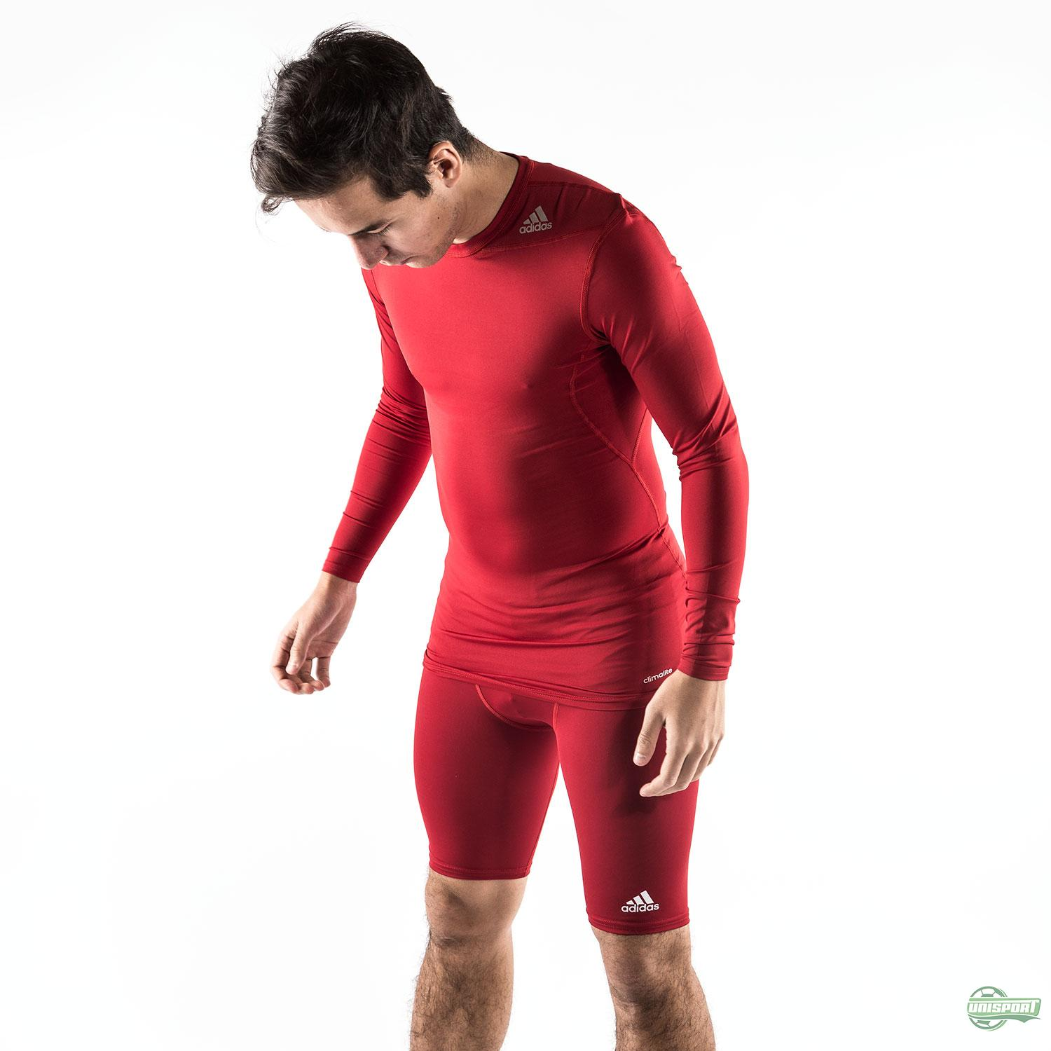 3b8ae273b0 Stay warm during winter - The best baselayer for football