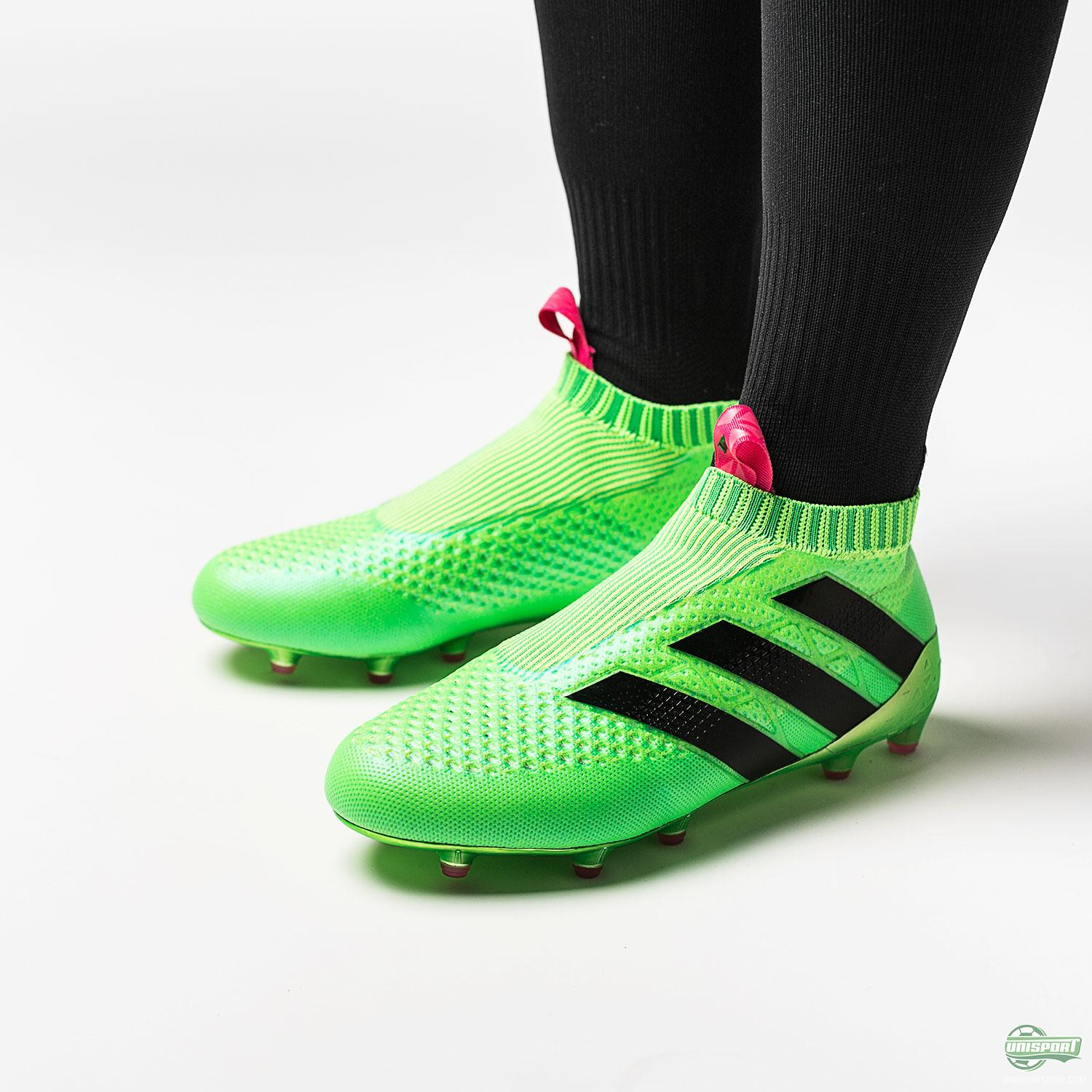 sports shoes 76c73 ea5eb Lotto Zhero Gravity compared to the adidas Ace16+ PureControl