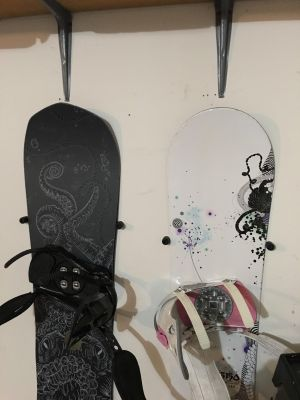 The Cinch | Floating Snowboard Wall Mount