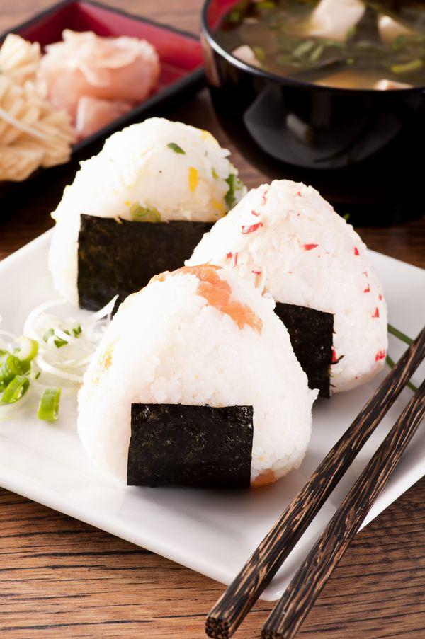 Japanese Snack Recipe: Onigiri – 12 Tomatoes