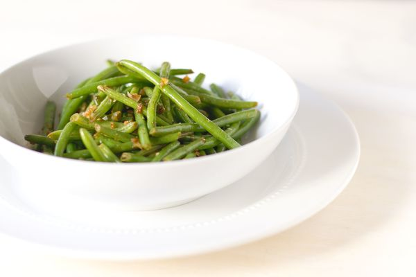 Simple Side Dish Sauteed Green Beans with Garlic