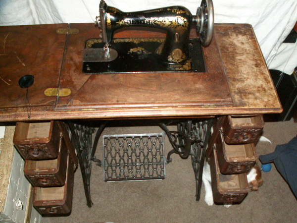 What's It Worth Antique Singer Sewing Machines Yard Sale Finds Stunning Antique Singer Sewing Machine In Cabinet For Sale