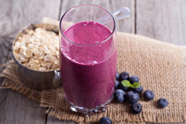 Super Healthy Snack Recipe: Low Calorie Berries & Oats Smoothie