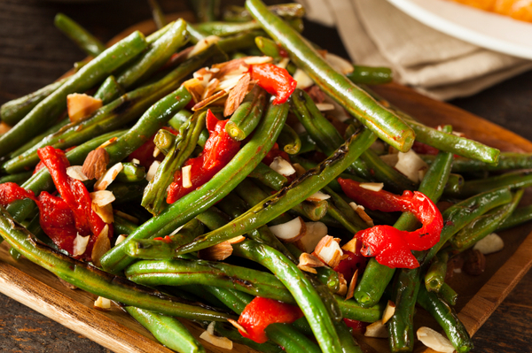 Side Dish Recipe: Garlic Green Beans with Red Peppers and Almonds