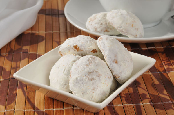 Simple Dessert Recipe: Russian Tea Cookies