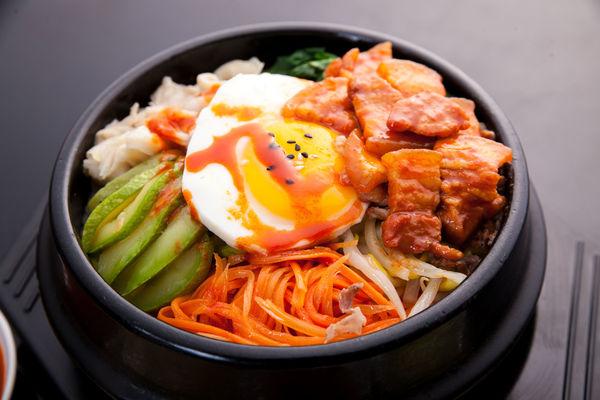 Simple Ingredients, Delicious Recipe: Spicy Sriracha Bibimbap