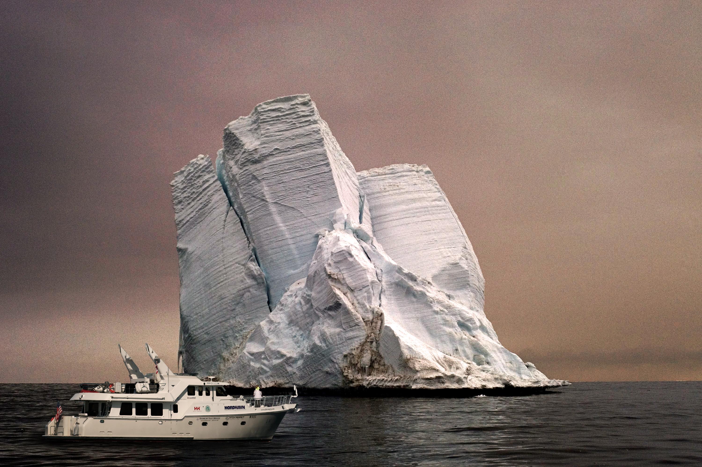 Icebergand boat.jpg