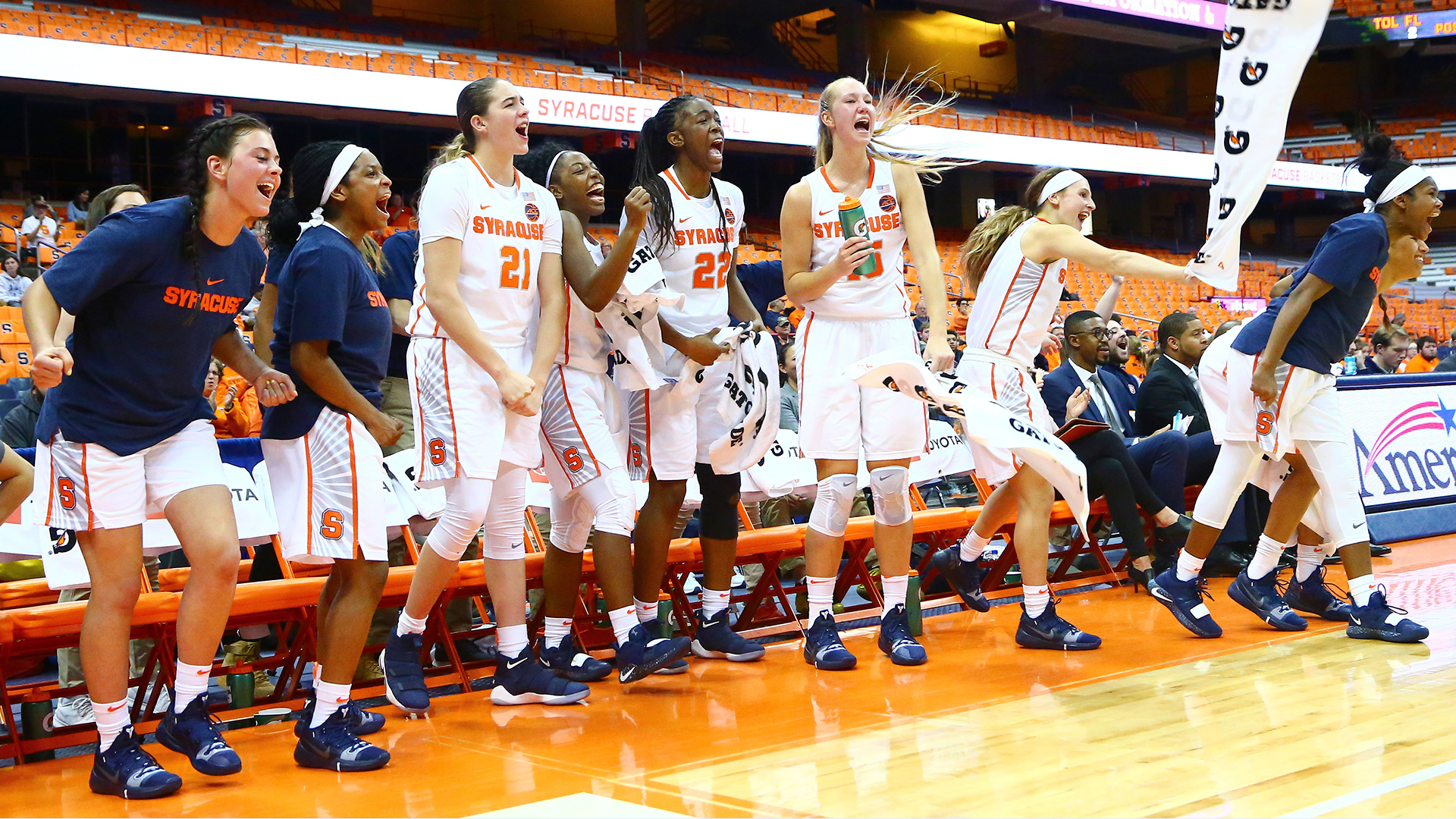 3 Point Barrage Helps 15 Orange Down Mdes Syracuse University