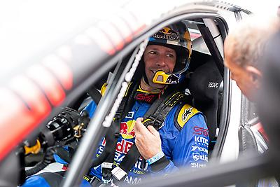 Travis Pastrana discusses setup with his team engineers before Thursday's first practice runs up the 1.16-mile Goodwood hill.