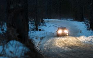 Conditions become more icy as night fell and temperatures dropped, forcing drivers to adopt a more cautious strategy on the night stages.