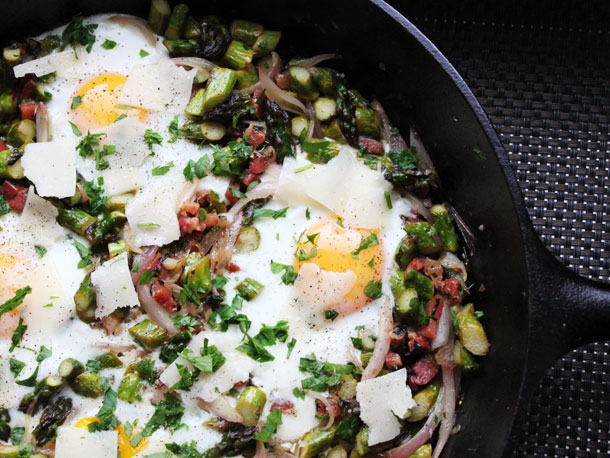 Skillet Eggs with Asparagus, Pancetta, and Parmesan Recipe