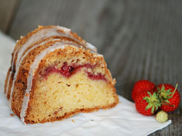 Strawberry-Sour Cream Coffee Cake Recipe