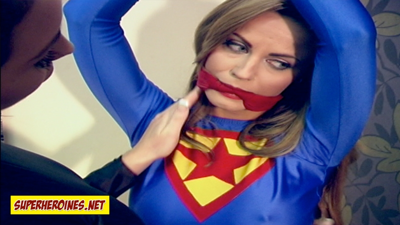 Superheroine in powerless danger
