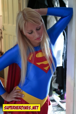 Supergirl about to beat up a bad guy