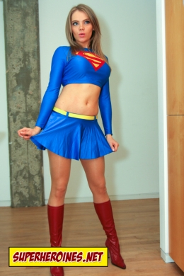 Anastasiya Breadson as Supergirl