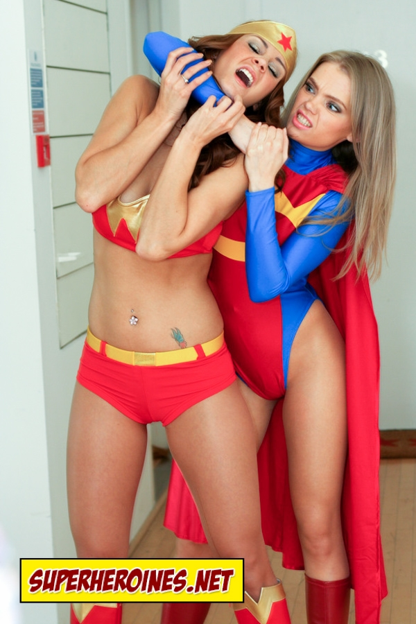 Superheroine catfight with Wonder Woman