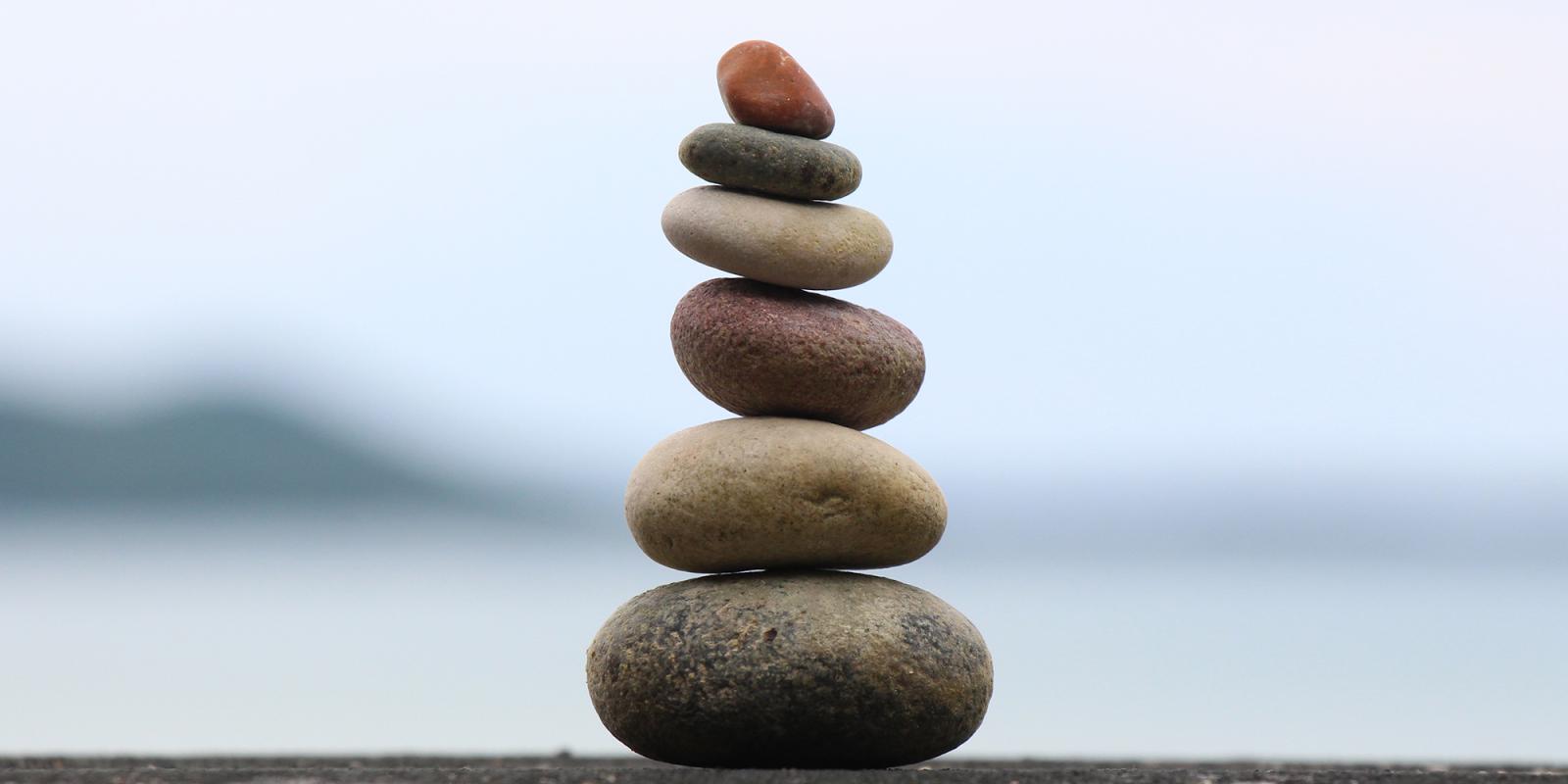 Rocks balanced vertically