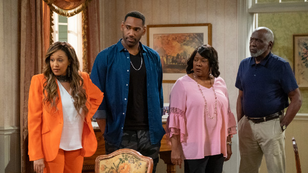 """The 'Family Reunion' cast dishes on why their Netflix sitcom is so """"relatable"""""""