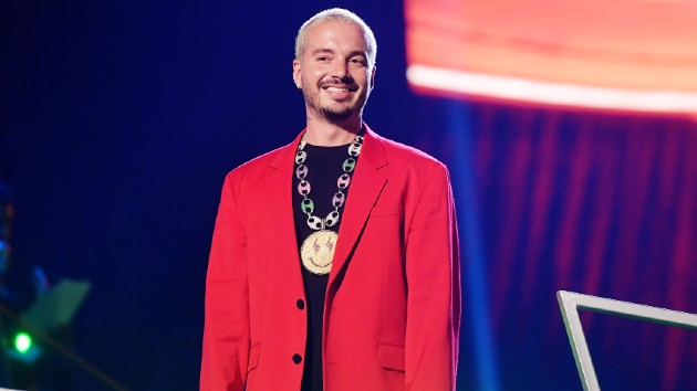 J Balvin is expecting first child with girlfriend Valentina Ferrer