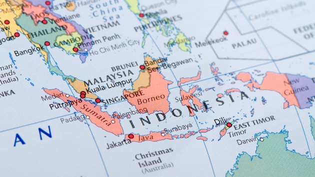 Missing Indonesian submarine sank, Navy officials say