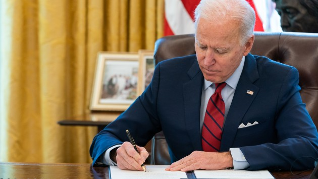Biden to mandate $15 minimum wage for federal contract workers