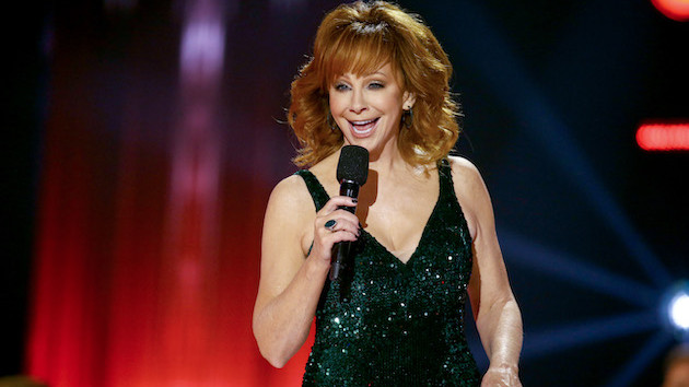 """Reba McEntire denies rumors she'll appear at a political fundraiser: """"I do not get involved in politics"""""""