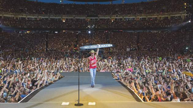 Kenny Chesney confirms his return to the road in 2022 with Here and Now Stadium Tour