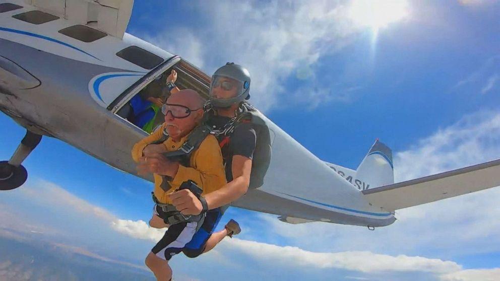 Veteran celebrates 90th birthday by skydiving