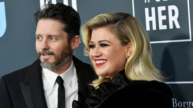 Kelly Clarkson ordered to pay 200K in support to ex-husband Brandon Blackstock