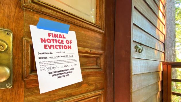Renters brace for evictions as moratorium expires, virus cases resurge