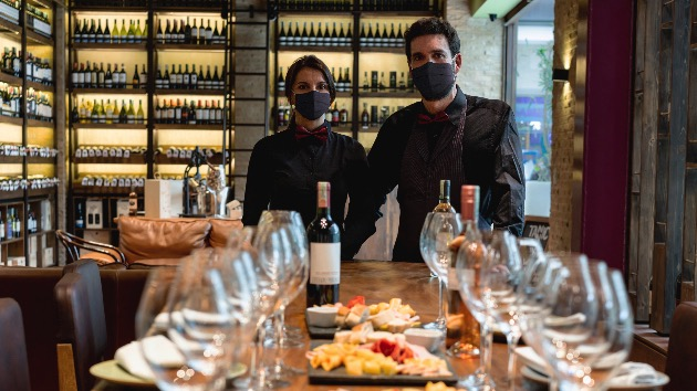 COVID-19 pandemic exposes new challenges for restaurant industry