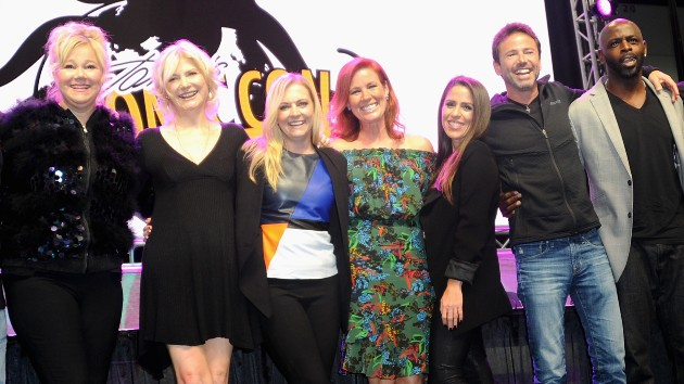 Melissa Joan Hart commemorates 25th anniversary of 'Sabrina the Teenage Witch'