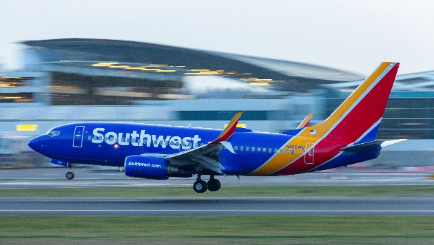 Southwest Airlines CEO apologizes for weekend travel mess