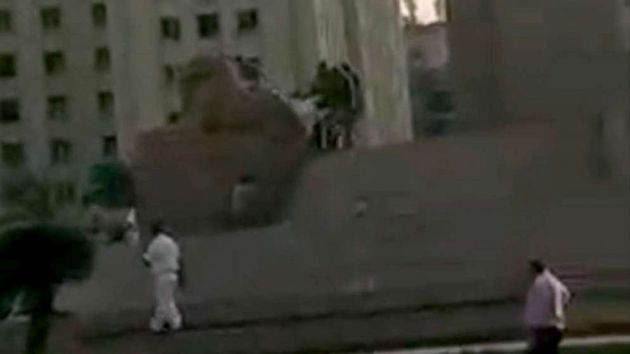 Man attempting to demolish ancient sphinx in Cairo caught