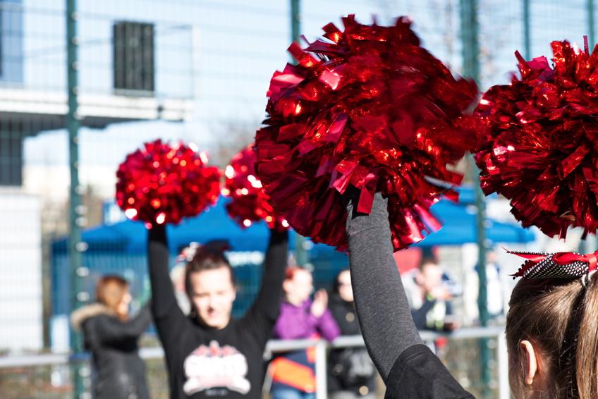 Plastic cheerleading pom poms