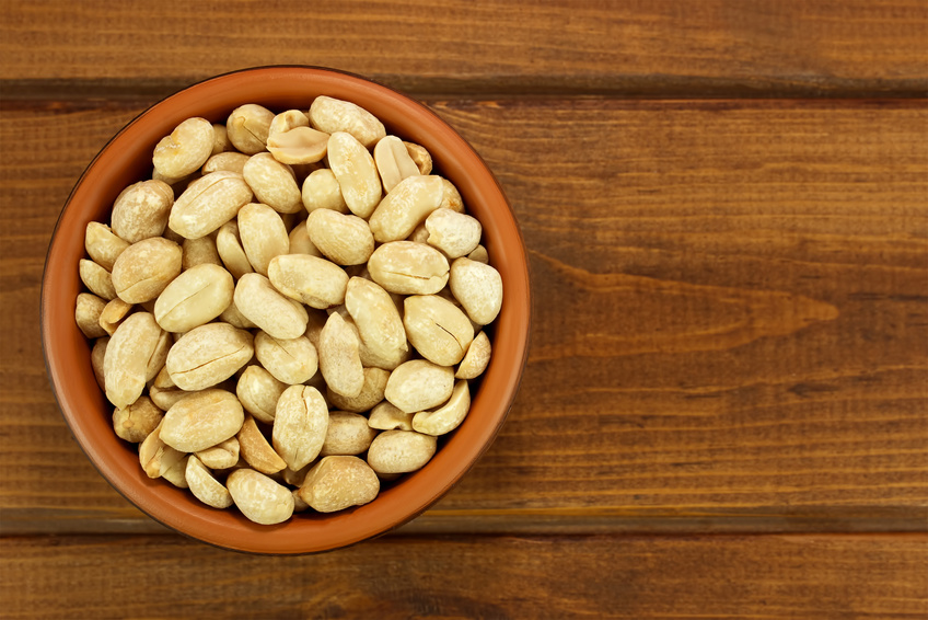 Peanuts lower cholesterol