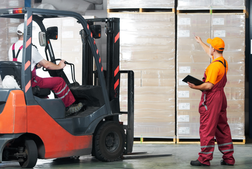 How to change a forklift battery