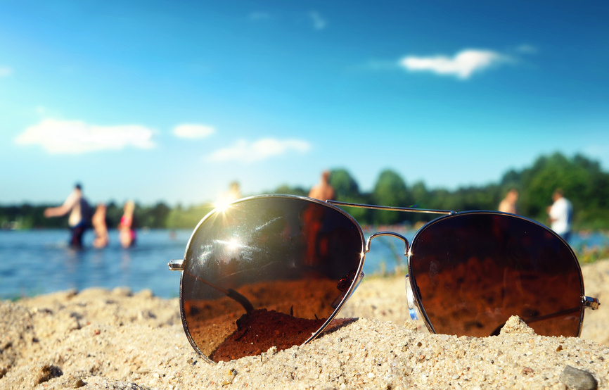 How do polarized sunglass lenses work