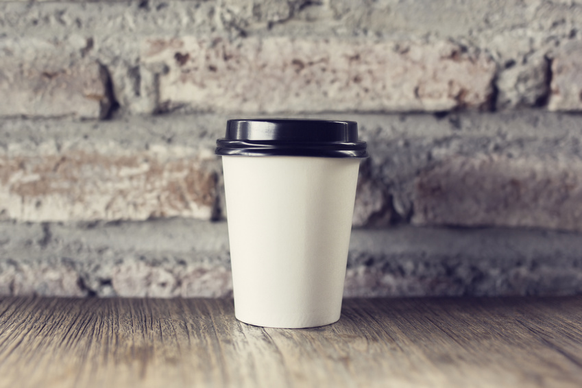 Disposable coffee cups with lids and sleeves